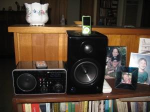 AktiMateMini Speaker (1 of 2), with iPod and Internet Radio